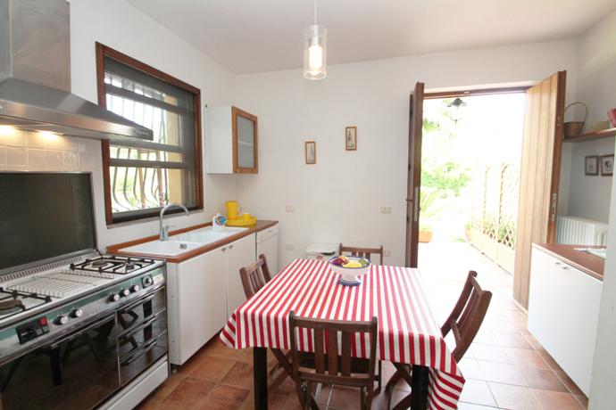 Cucina con lavastoviglie Appartamento Tresino