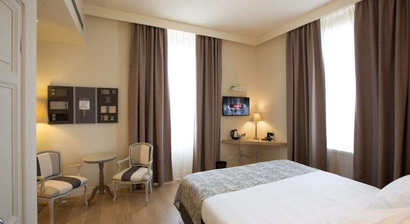 Hotel con Camera De Luxe a Giulianova