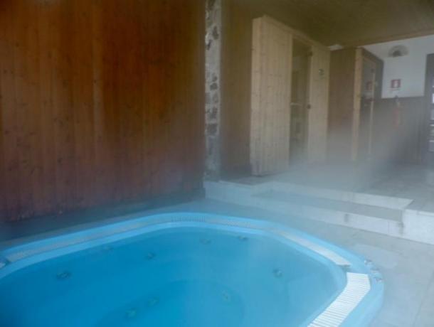 Vasca idromassaggio centro benessere della baita