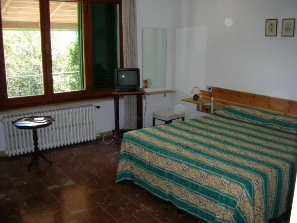 TV in camera bed and breakfast a Corciano