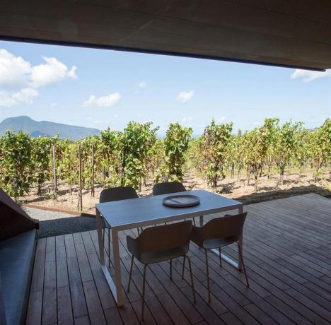 Appartamento vacanza moderno con patio esterno Lipari
