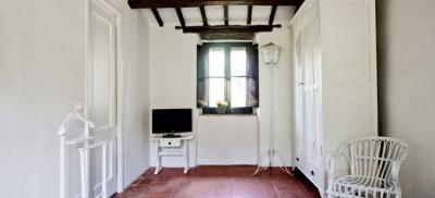 Camera Ruota con travi di legno