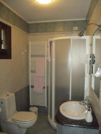 Bagno privato in camera hotel ad Ariis