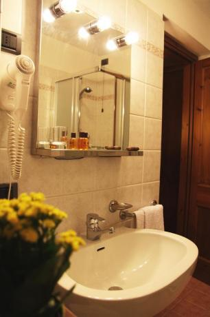 ampio Bagno camera Hotel L&M