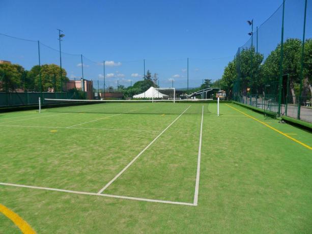 Campo da tennis in Hotel a Bracciano
