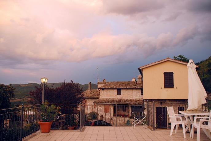 appartamenti con grande terrazzo con vista sui colli