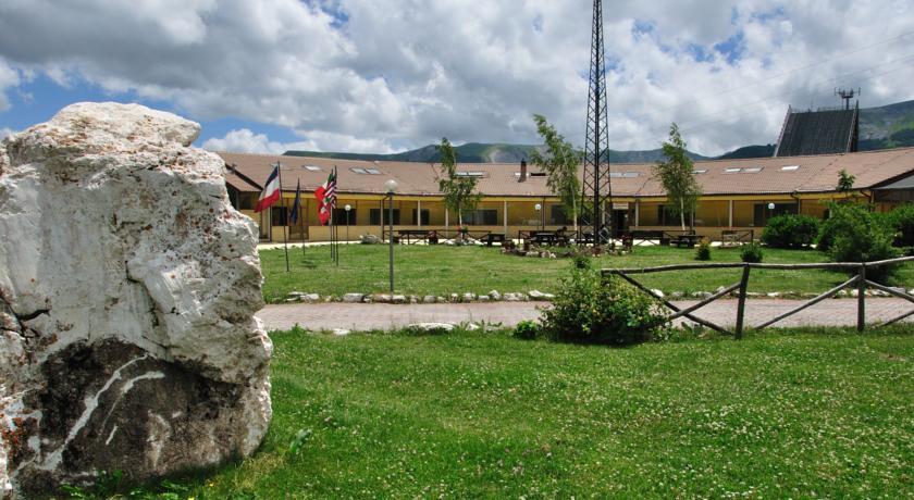 Hotel esterno natura vicino impianti sciistici