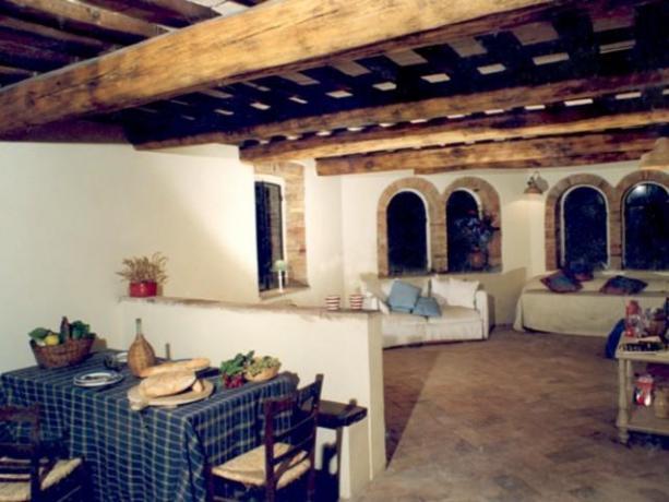 Agriturismo vicino Perugia con salone e divani-Umbertide