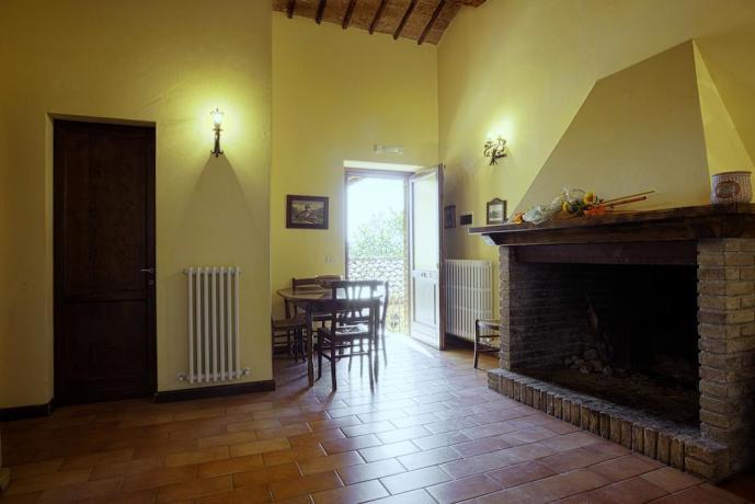 Salone con Camino per Soggiorno relax in Umbria