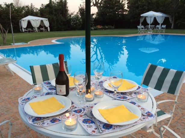 Cena romantica in Hotel Friuli bordo piscina