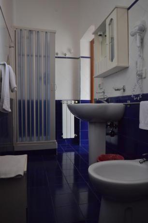 Bagno con doccia B&B vicino Scalea Centro