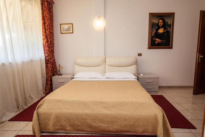 Camera matrimoniale in Hotel ad Ostia