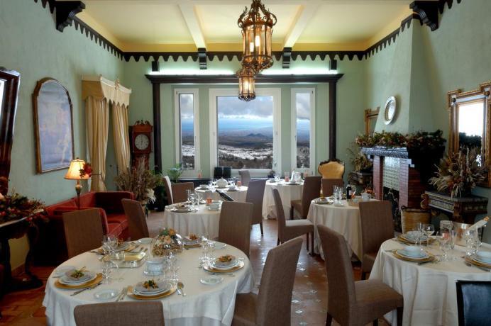 Sala ristorante hotel a Ragalna vicino Paternò