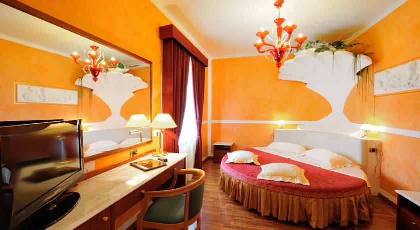 Camera romantica con letto tondo