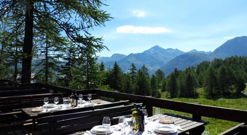 Area ristoro all'aperto con vista panoramica