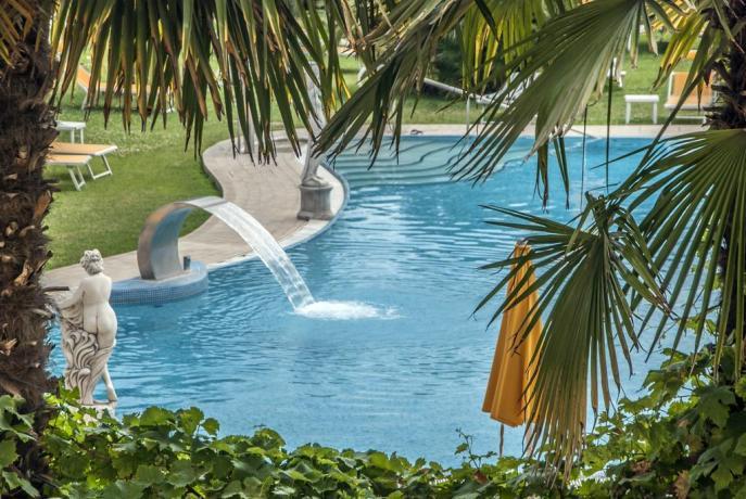 tuffo in piscina esterna riscaldata Padova