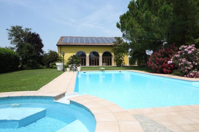 Agriturismo con piscina idromassaggio e giardino