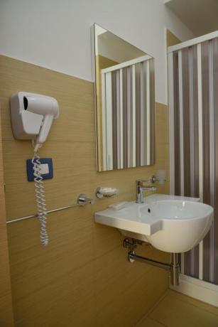 Bagno privato con Box doccia hotel a Diamante