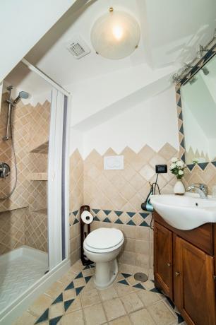 Appartamento Bianco bagno con doccia