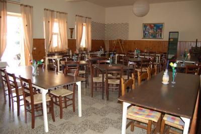 Ampia sala da pranzo con ottima cucina