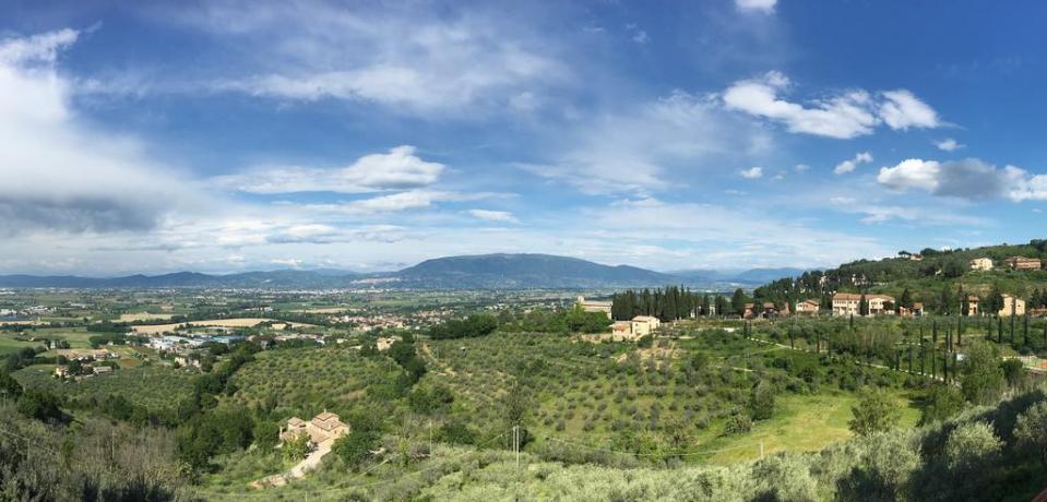 Bellissima vista panoramica su Assisi e Perugia