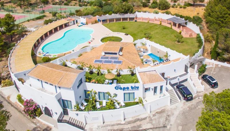 In Sardegna vicino alla Spiaggia Chia- Blu Boutique