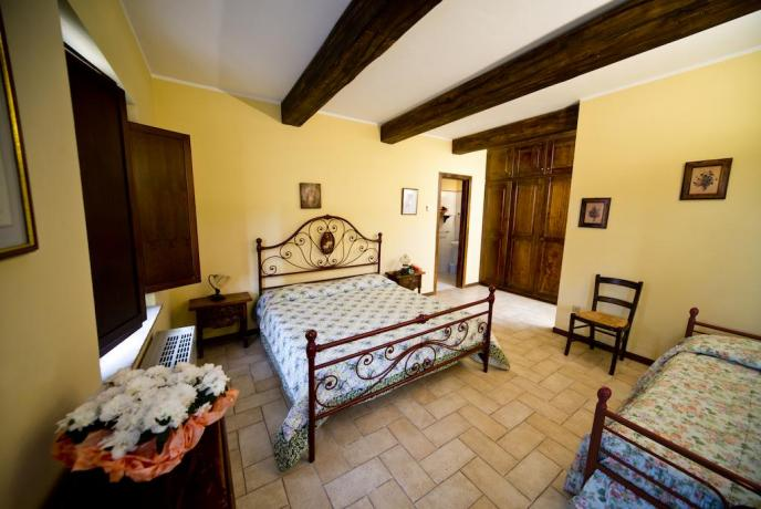 Camere e Appartamenti in agriturismo con piscina Umbria