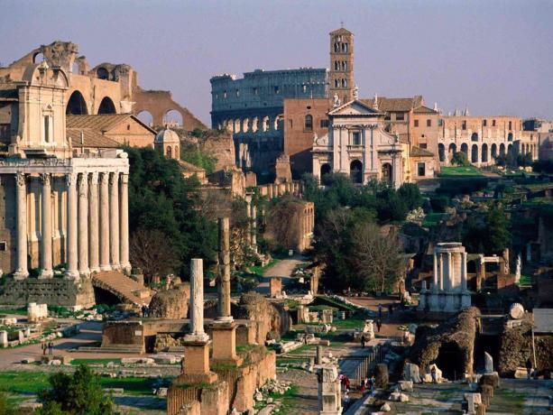 Vista dei Fori Imperiali a Roma centro