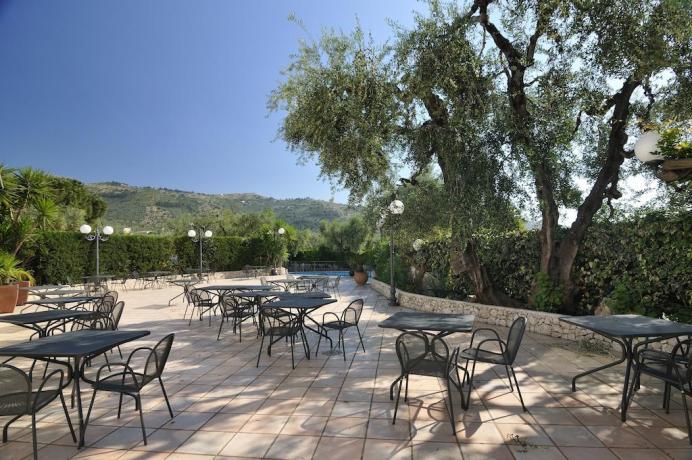 Solarium bordo piscina per feste e Ricevimenti