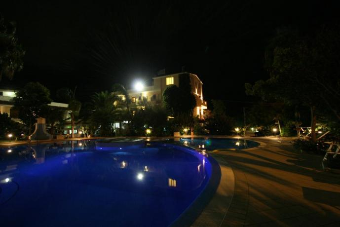 Hotel con piscina notturna per ospiti in Calabria