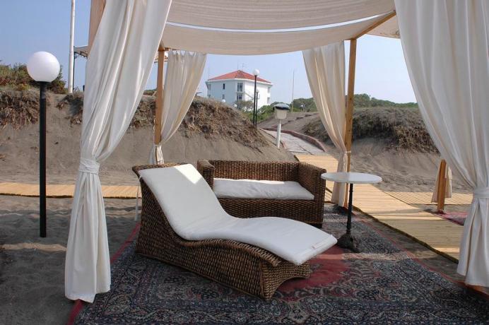 Spiaggia privata in Hotel 4stelle Baia Domizia