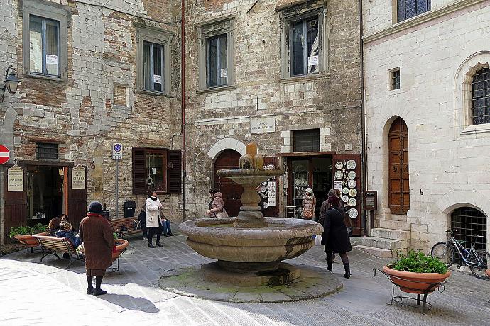 Visitare Fontana del Bargello, Gubbio