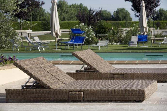 Piscina in Resort con ampio solarium