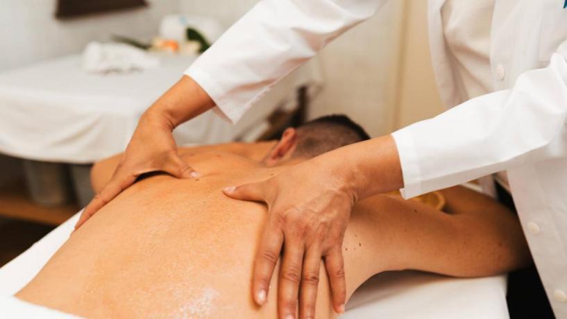Massaggio decontratturante, centro benessere vicino Roma