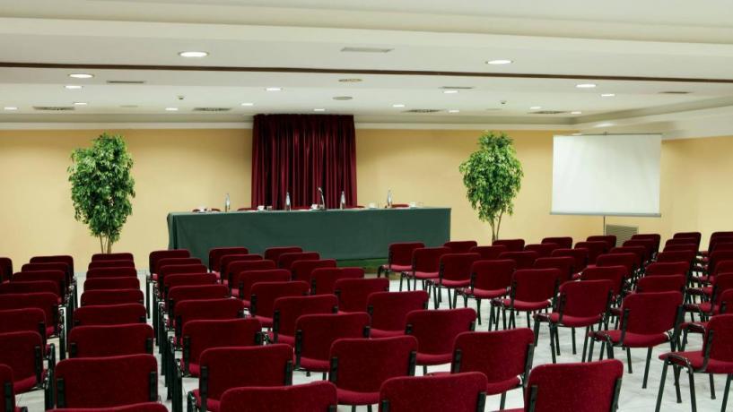 Sala meeting in albergo elegante ad Avezzano