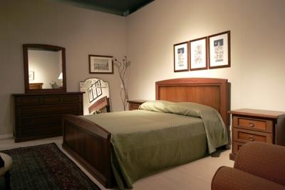 camera da letto classica in legno massello