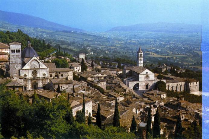 Assisi centro, appartamento con parcheggio a 4 km