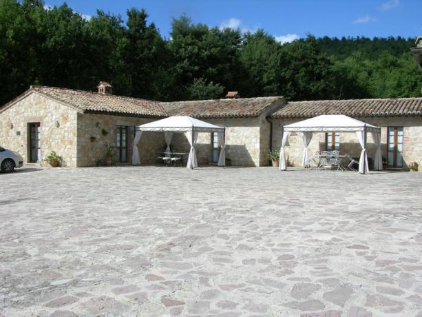 Agriturismo in Umbria per gruppi con piscina