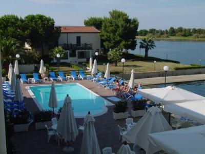 Vacanze in Calabria, hotel con piscina e tennis