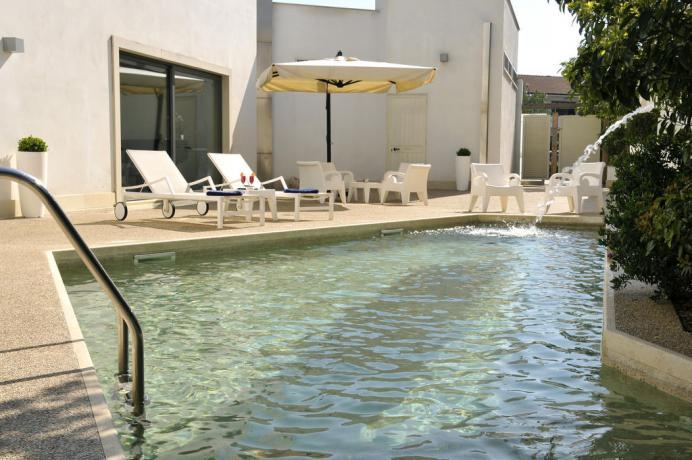 Piscina con idromassaggio in Hotel a Fondi