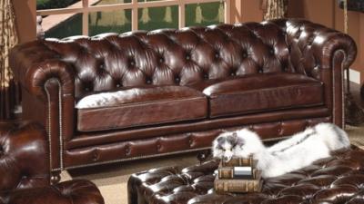 Poltrone e salotti vintage chesterfield prezzi da for Semeraro divani