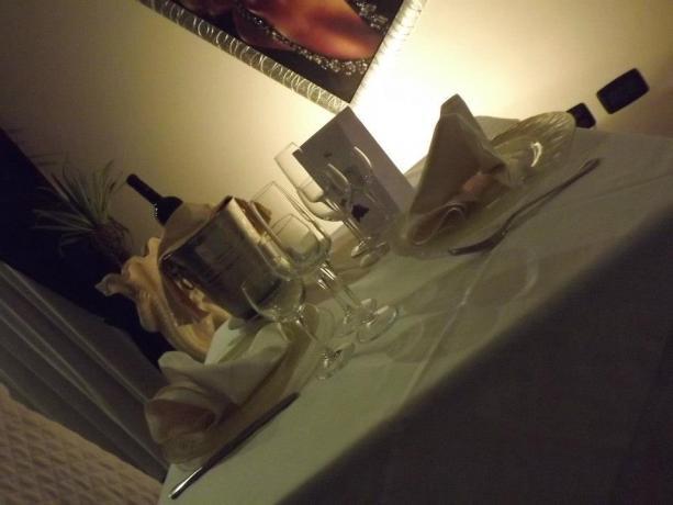 Tavola per una cena romantica