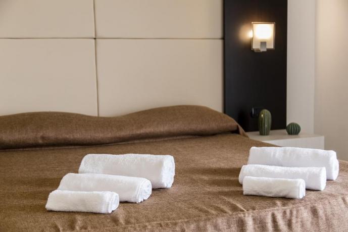 Camera superior con asciugamani hotel4stelle Battipaglia