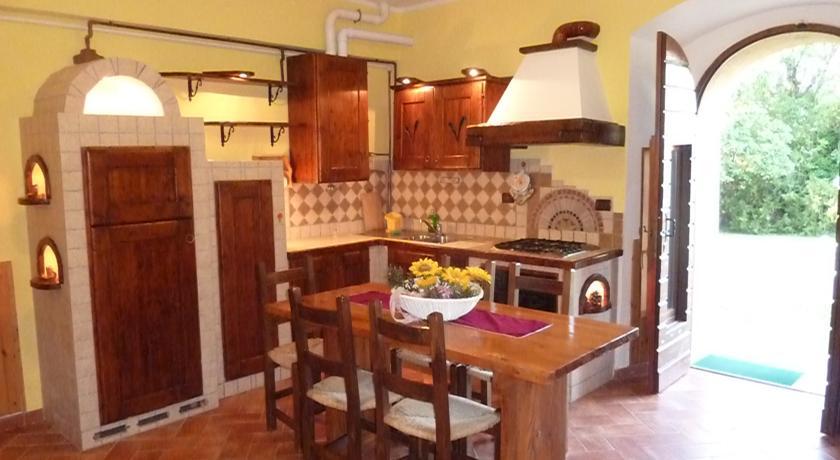 Appartamento piano terra con cucina in pietra