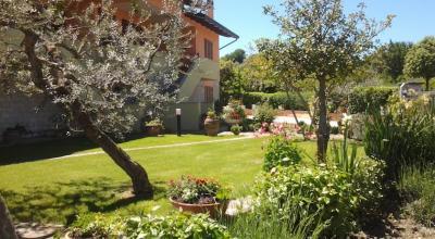 Villetta con ampio giardino fiorito