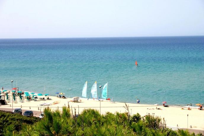 spiaggia sabbiosa vicino al residence a badesi
