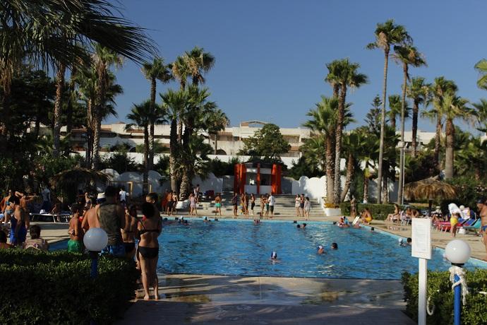 Villaggio turistico appartamenti piscina animazione per - Residence con piscina in sicilia ...