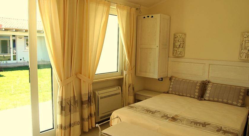 Camere arredate con stile superior ad ainu albergo in for Camere arredate