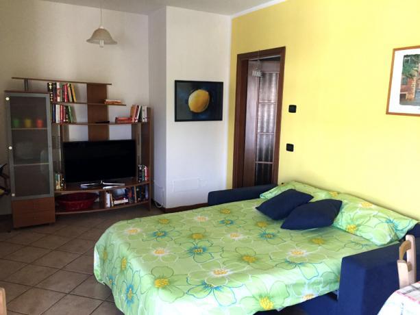 Ampio soggiorno con divano letto 2 posti