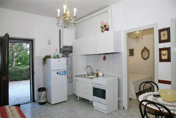 Orchidea:  Cucina Attrezzata con frigorifero e forno